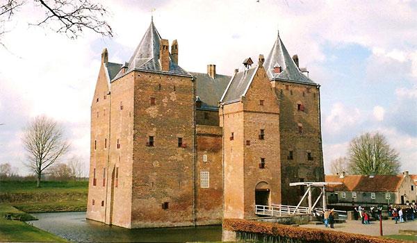 must visit castles-loevestin
