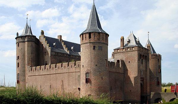 must visit castles-muiderslot