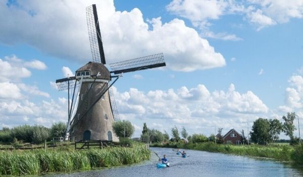 Moving to the Netherlands-featured